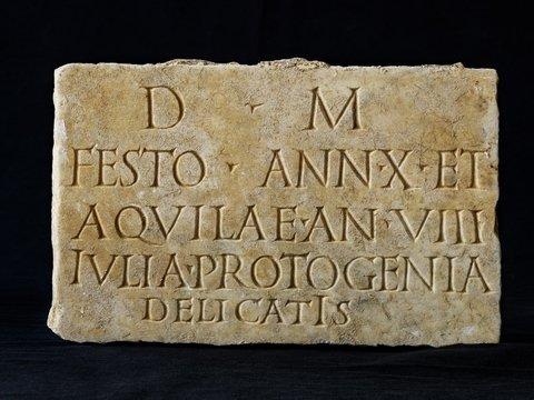 Древние римляне заботились о мёртвых — спускали им в могилы еду и вино по трубам