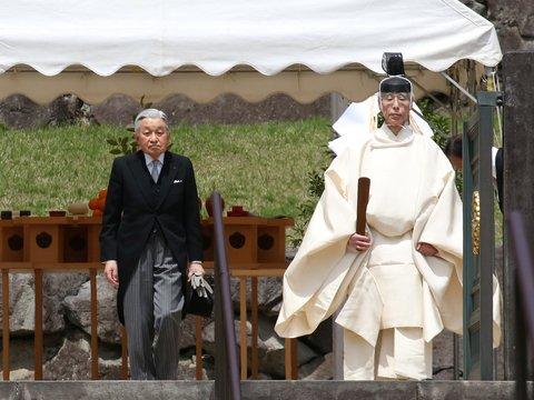 Японцы любят императора, но не хотят оплачивать его религиозные обряды