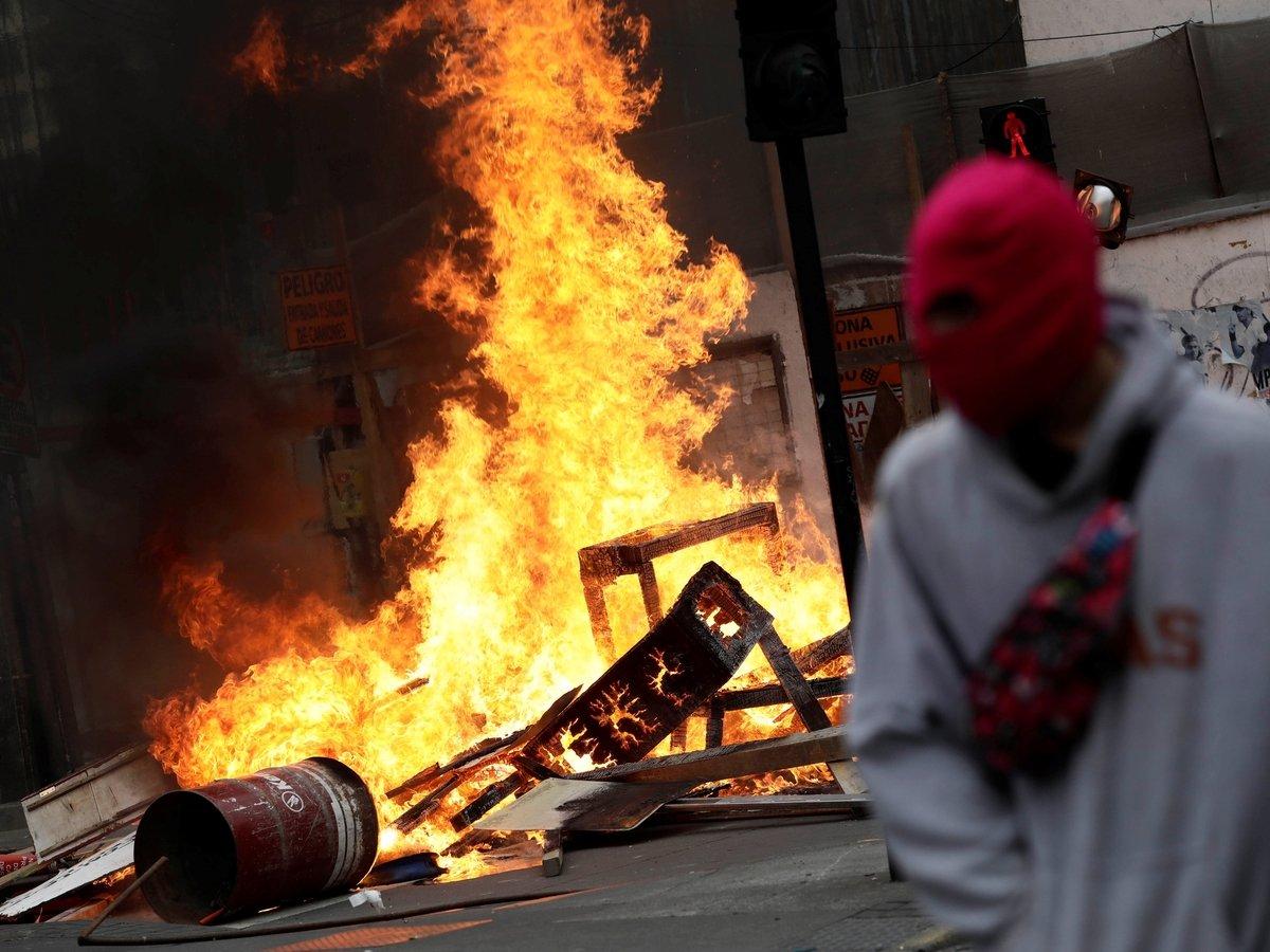 Столица в огне, режим ЧП и человеческие жертвы: что происходит в Чили? (фото)