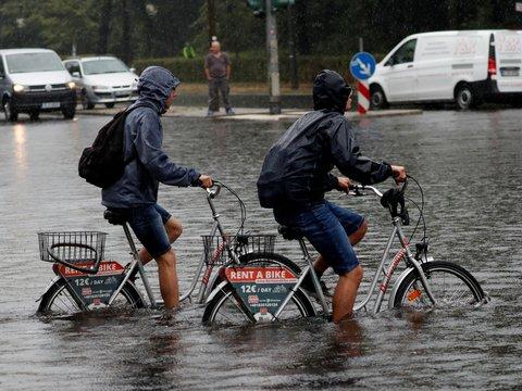 Сильные дожди в Европе утопили Францию, Италию и Испанию (фото, видео)