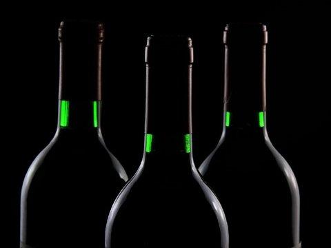 Не МКС, а винный погреб: в космос отправят 12 бутылок вина