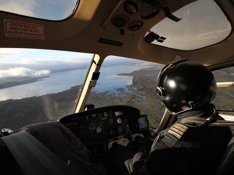 Американские пилоты делают селфи и читают книги за штурвалом. Японцы негодуют