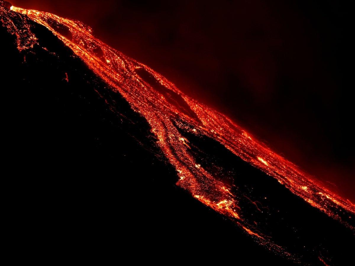 В Тихом океане вулкан уничтожил остров. Потом создал там новый, побольше
