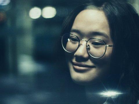 Японкам запрещают носить на работе очки — за право видеть им приходится бороться