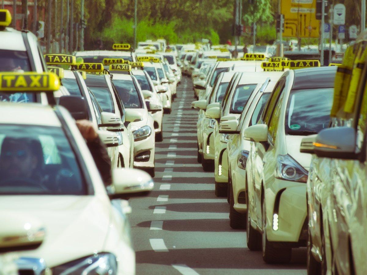 Раздражает болтливый таксист, но вы молчите? Ничего, таких страдальцев 90%