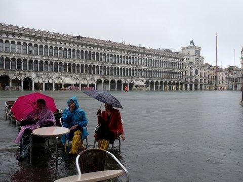 Венецию затопил сильнейший за полвека прилив (фото)