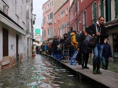 Мгновенная карма: чиновников затопило, пока они отрицали глобальное потепление