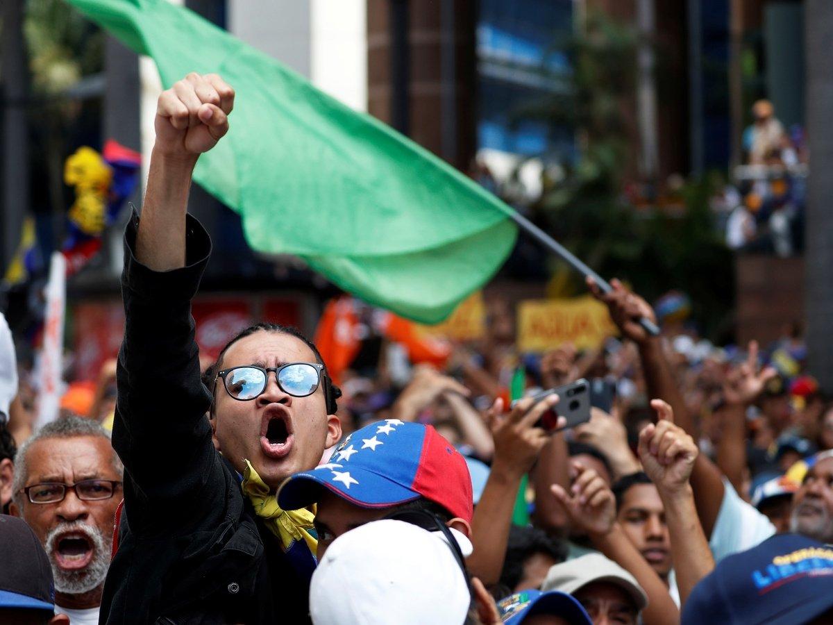 Венесуэла: тысячи людей снова вышли на улицы, чтобы свергнуть Мадуро