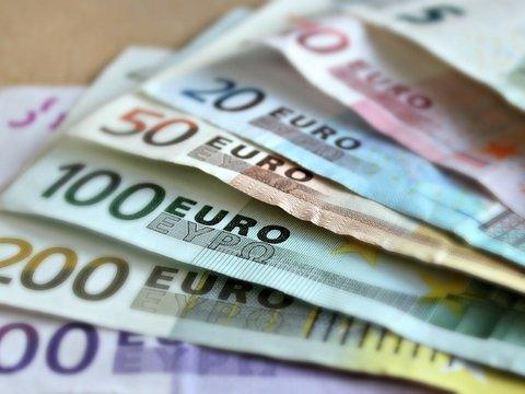 Робин Гуд: в Турции и в Англии кто-то подкидывает жителям деньги