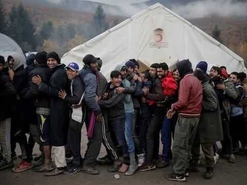 Властей Венгрии обязали извиняться — а нечего было фейки о беженцах выдумывать