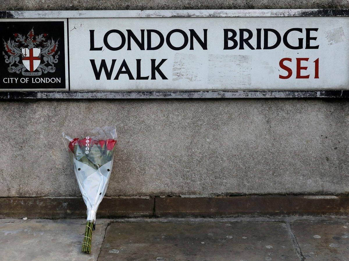 Кто и чем обезвреживал террориста на Лондонском мосту. И что это вообще было