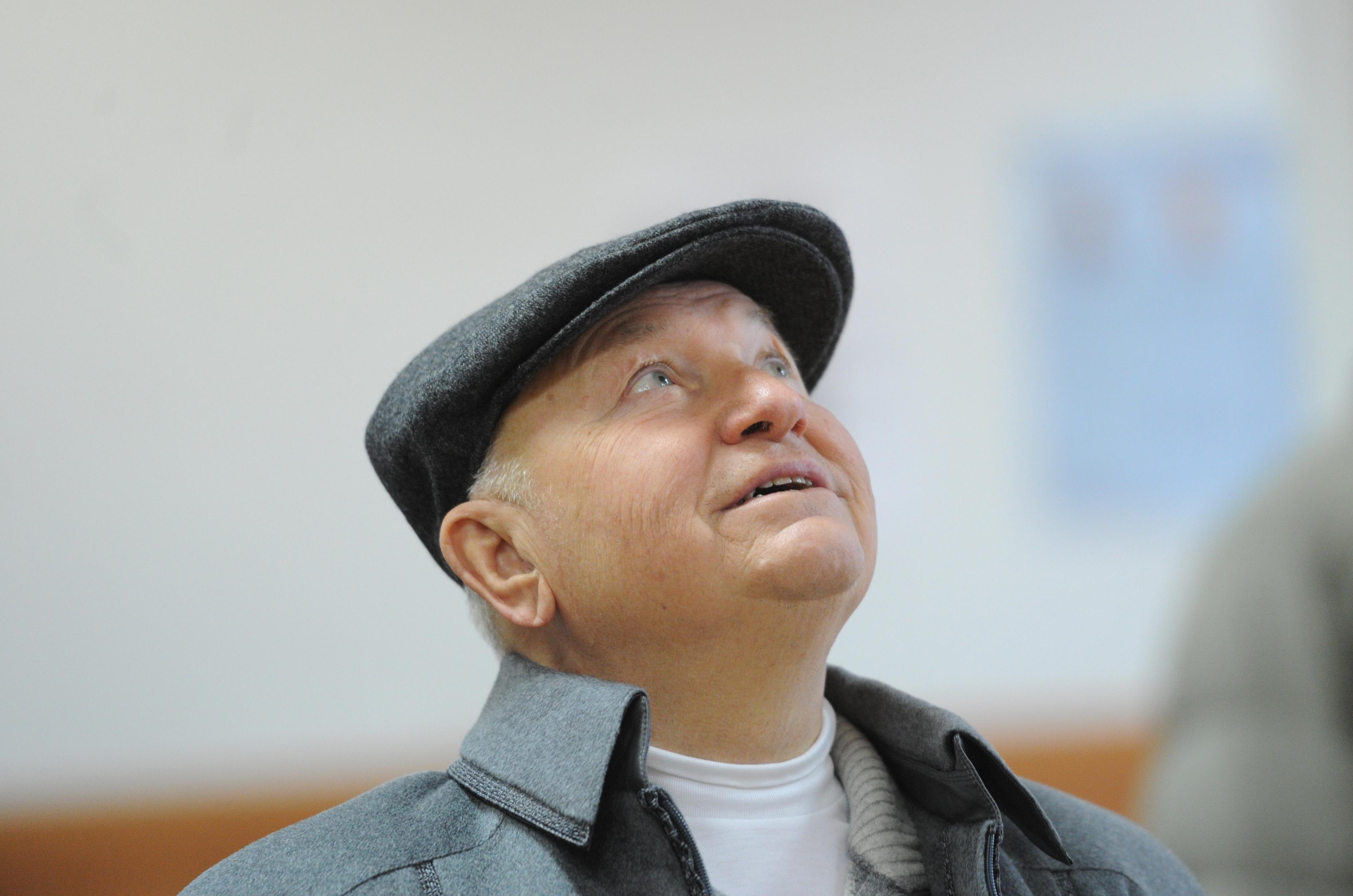 Самой запоминающейся деталью образа Лужкова была его кепка