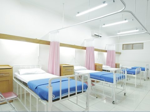 В больницах Англии пациенты умирают из-за нехватки коек — прямо как в России