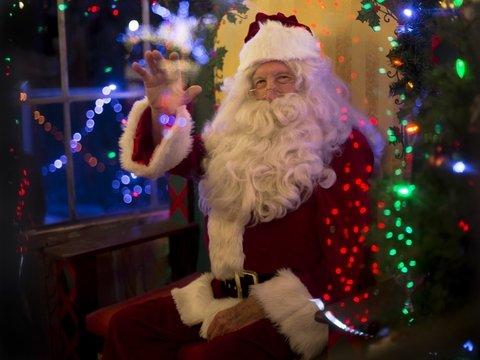 В Лапландии Санта приветствует гостей, а местные жители не в восторге — надоело