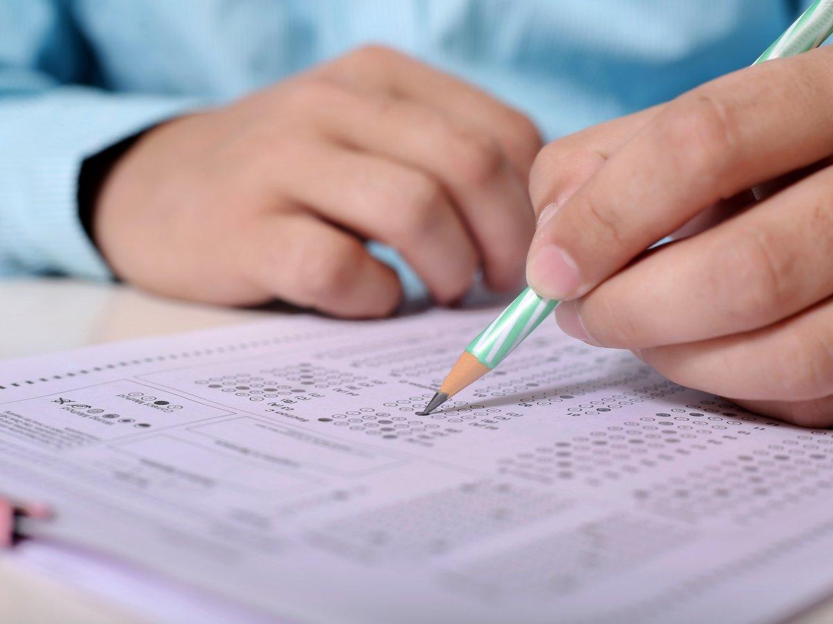 В Китае из больницы можно выписаться, только сдав экзамен. Завалил — капельница