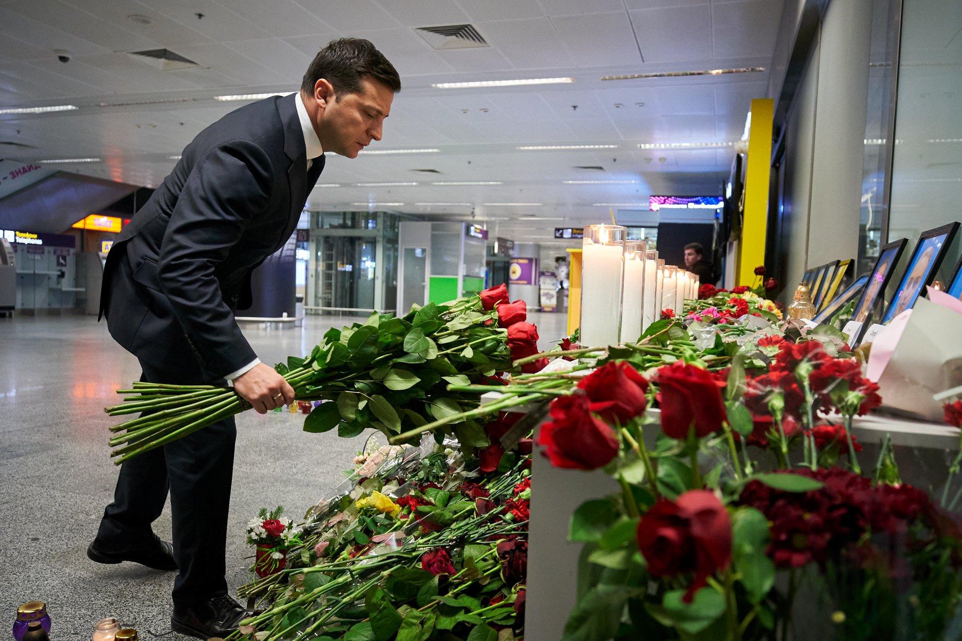"""Президент Украины возложил цветы в Международном аэропорту """"Борисполь"""""""