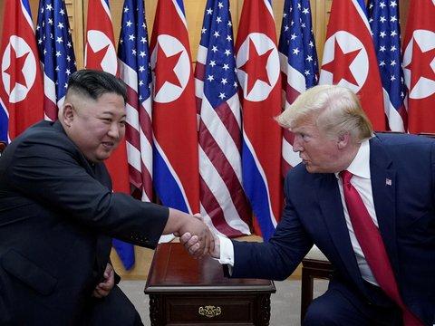 Дональд Трамп поздравил Ким Чен Ына с днём рождения. Но он всё ещё дуется