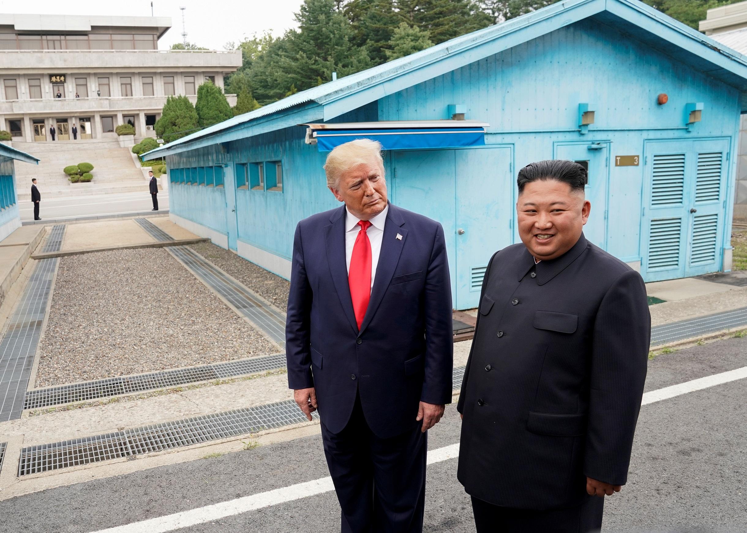 Ким и Дональд в демилитаризованной зоне