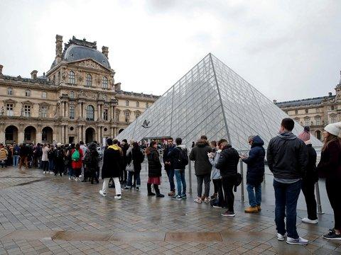 Допротестовались: из-за забастовки в Париже закрыли Лувр