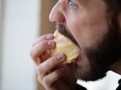 Смертельный фастфуд: конкурсы по поеданию пирожков на скорость убивают