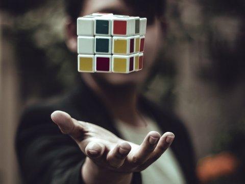 Веселее Да Винчи: Мону Лизу собрали из 330 кубиков Рубика. И её можно купить