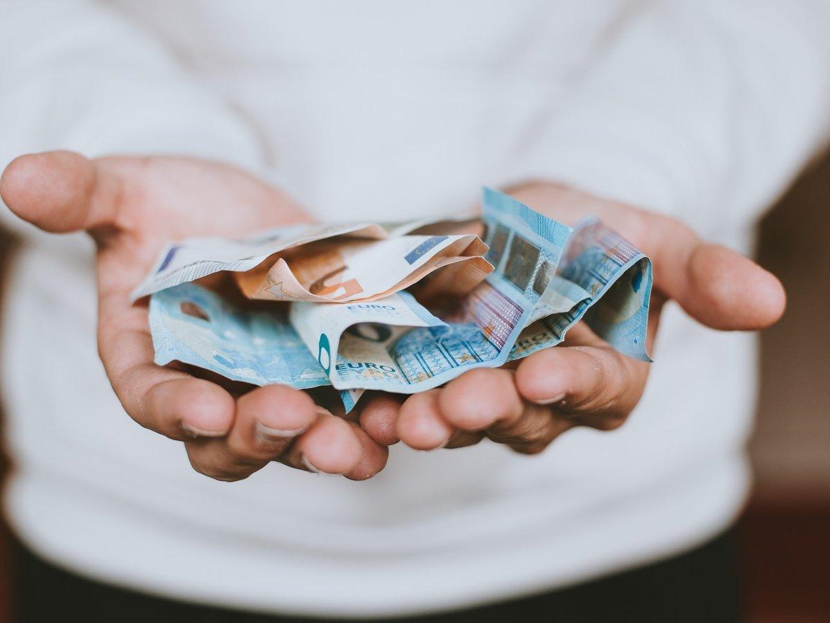 Финская уборщица случайно запустила сбор денег (перепиской на клейких стикерах)