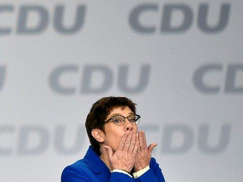 Преемница Меркель вдруг передумала становиться канцлером Германии. Почему?