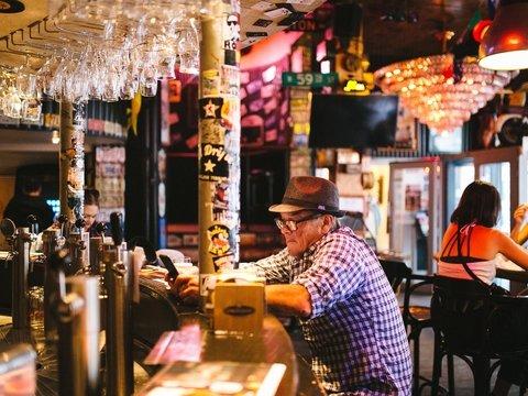 God save the pub: в Англии сотни любителей выпить скинулись и выкупили свой паб