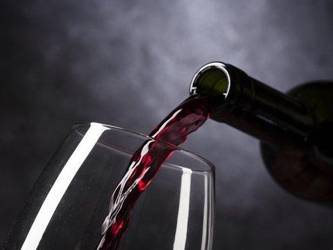 Домашнее игристое: в итальянской деревне из кранов вместо воды текло вино