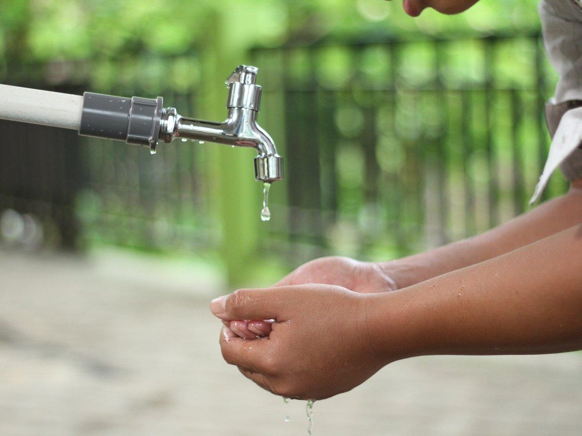 Правильно и весело мыть руки легко: с любимой песней коронавирус не страшен