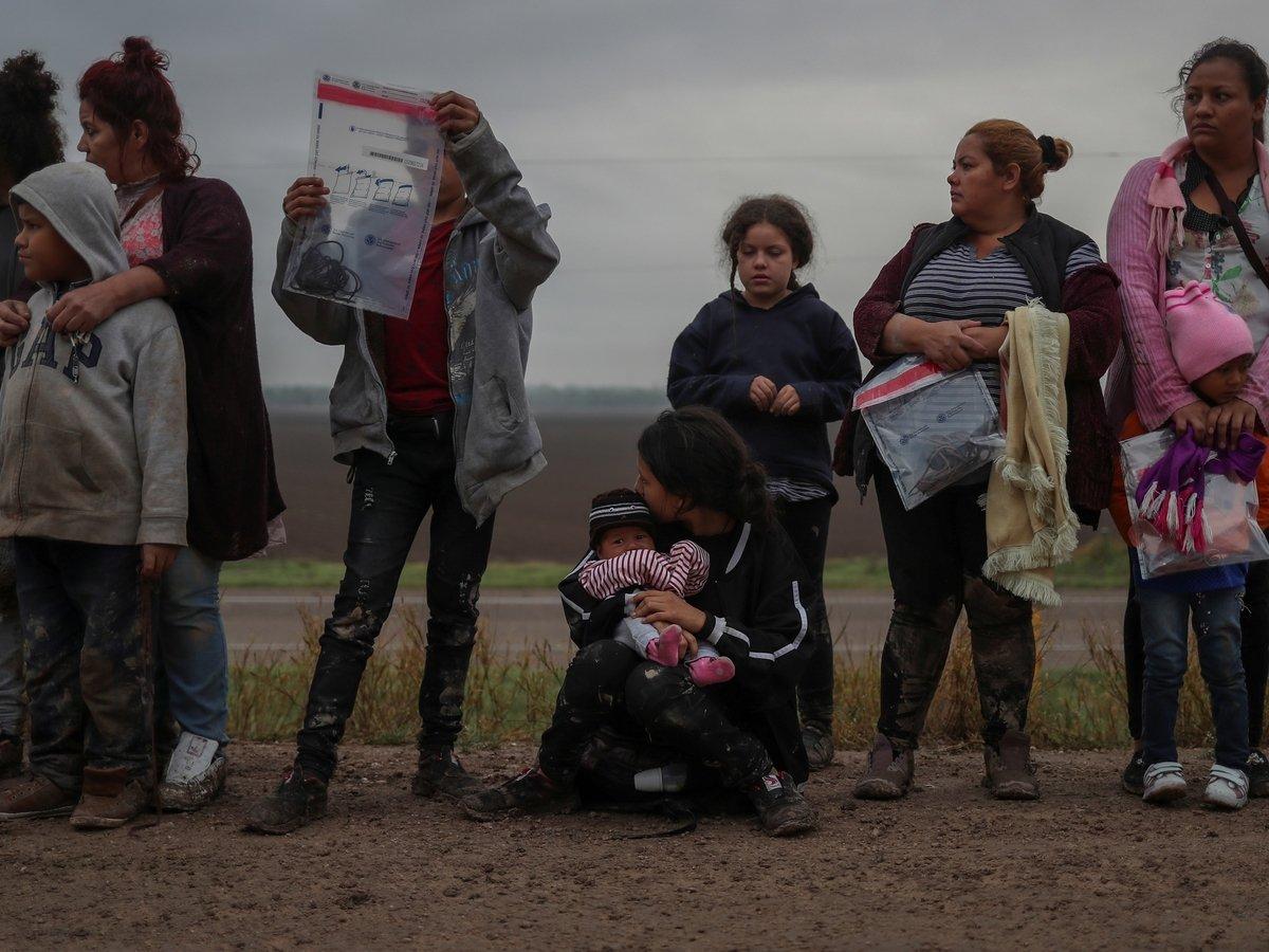 Уезжайте и заберите наши деньги! — ЕС купил мигрантам обратные билеты за €2000