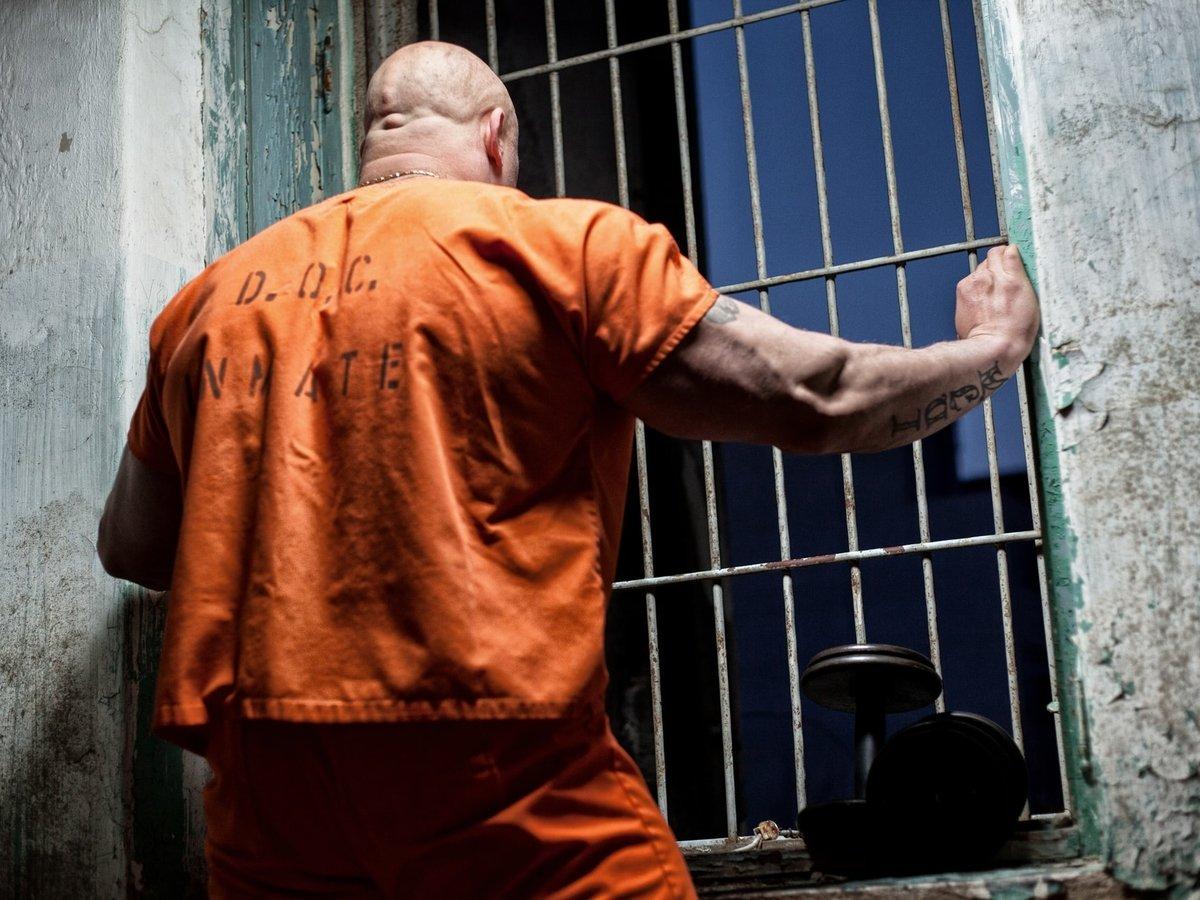 В Бразилии из тюрьмы сбежали сотни заключённых — не хотели сидеть на карантине