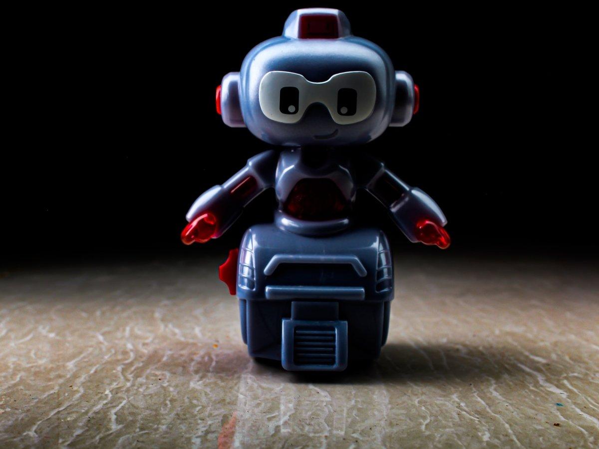 "В Таиланде с COVID-19 борются ""роботы-ниндзя"". Они помогают врачам не заразиться"