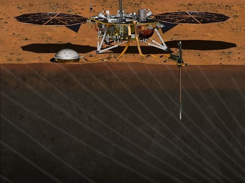 Марсианский зонд ударил себя лопатой и снова стал работать нормально