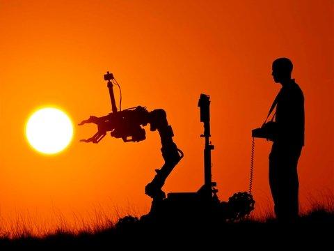 Роботы помогают карантинным гражданам Китая ходить в магазин