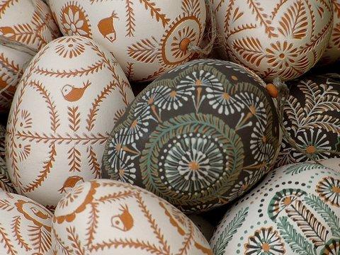 Британский музей пытается раскрыть тайну раскрашенных страусиных яйц
