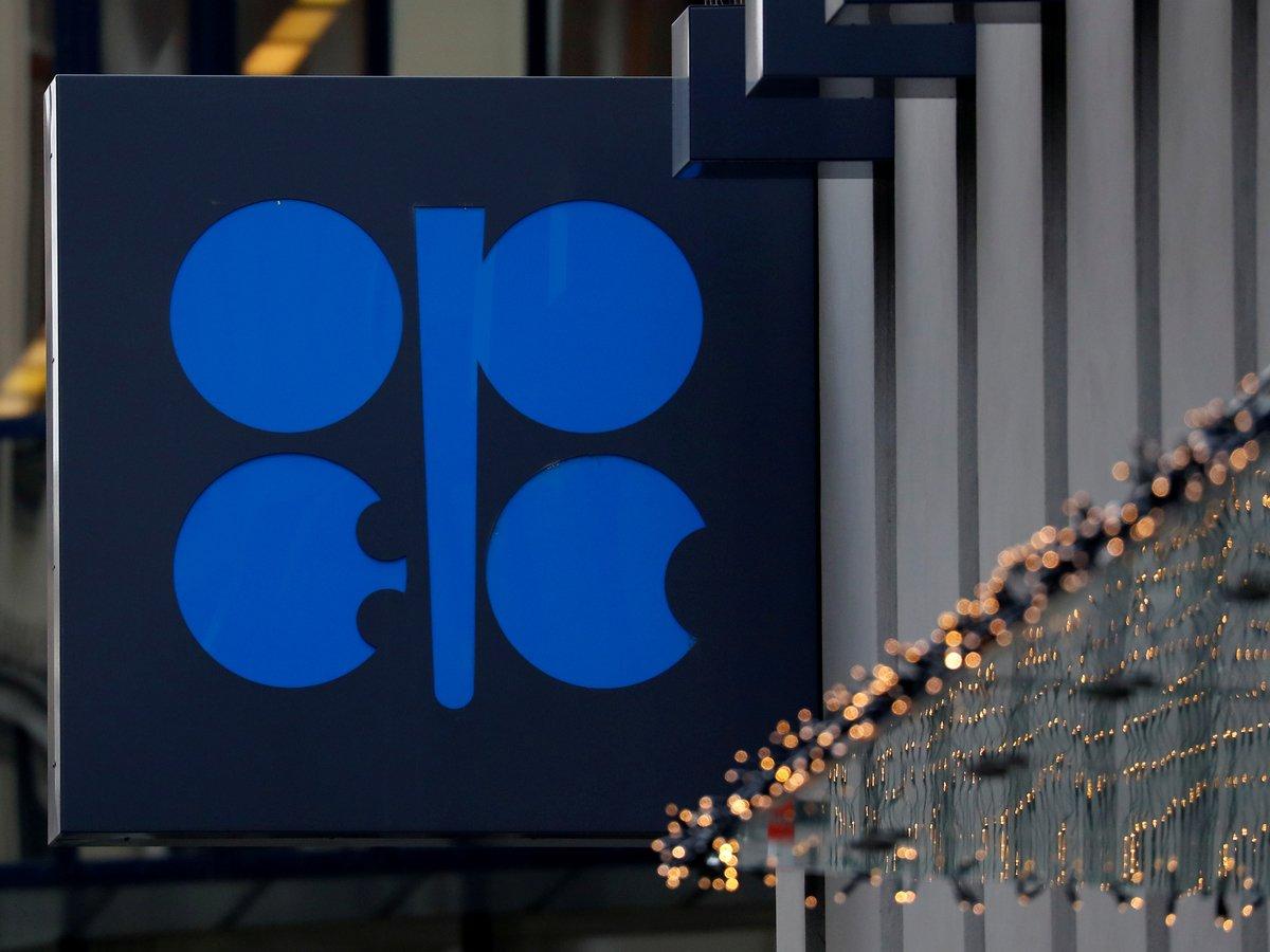 ОПЕК+ решила сократить добычу нефти. Что это означает для России и мира