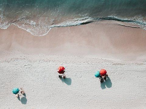 В Испании дистанцию придётся соблюдать даже после пандемии и даже на пляжах