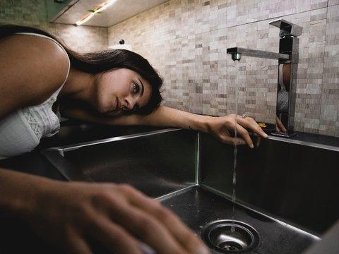Некоторых людей мыть руки не заставит даже COVID-19. Почему так и что делать?