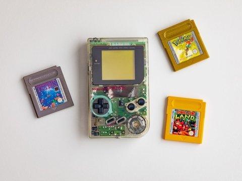 В Японии детям на изоляции раздадут приставки Nintendo. Они подержанные и ретро