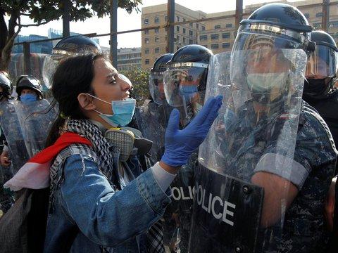 COVID-19, карантин и нищета привели к новым смертельным протестам в Ливане
