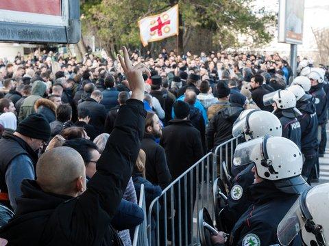 Карантин, аресты священников и протесты: что происходит в Черногории?