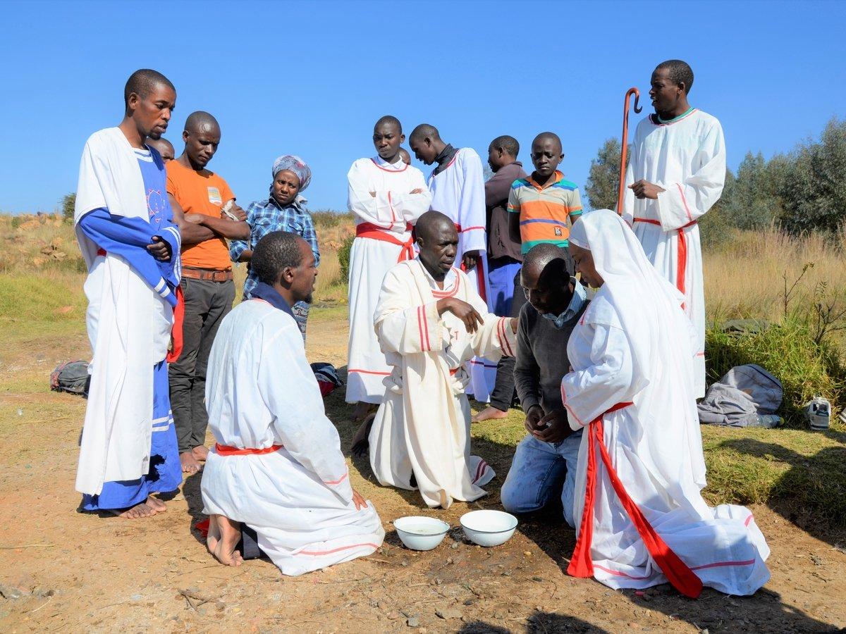 "В Африке ждут воскресения пастора, ""исцелявшего"" от covid-19. Он умер от вируса"