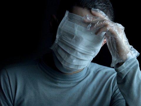 На улицах Франции новый опасный вид мусора — использованные маски и перчатки