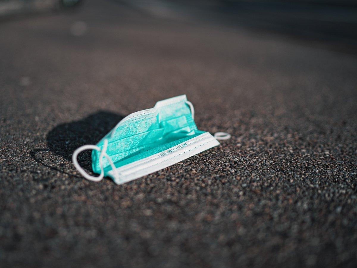 В Риме нельзя разбрасывать опасный мусор: за брошенные маски будут штрафовать