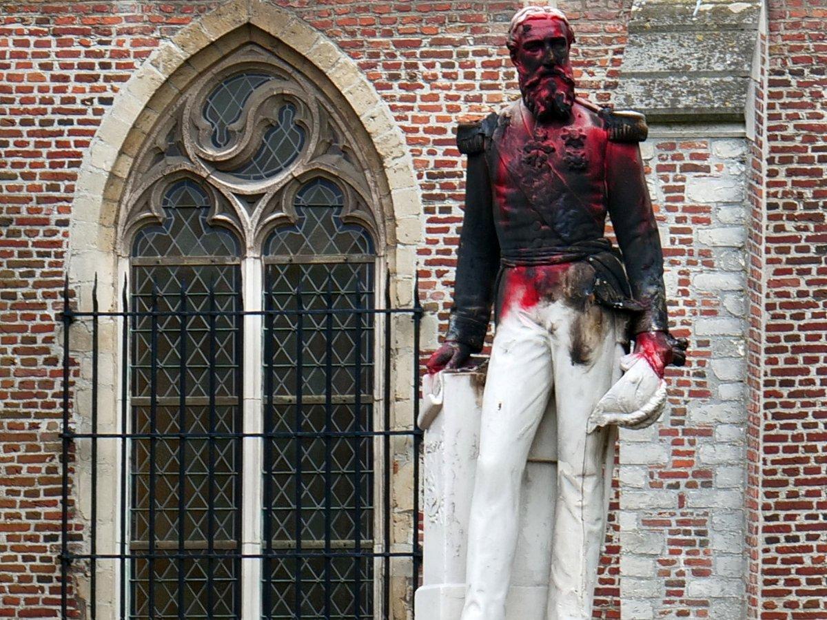 Король-расист не нужен: в Бельгии требуют снести все статуи короля Леопольда II