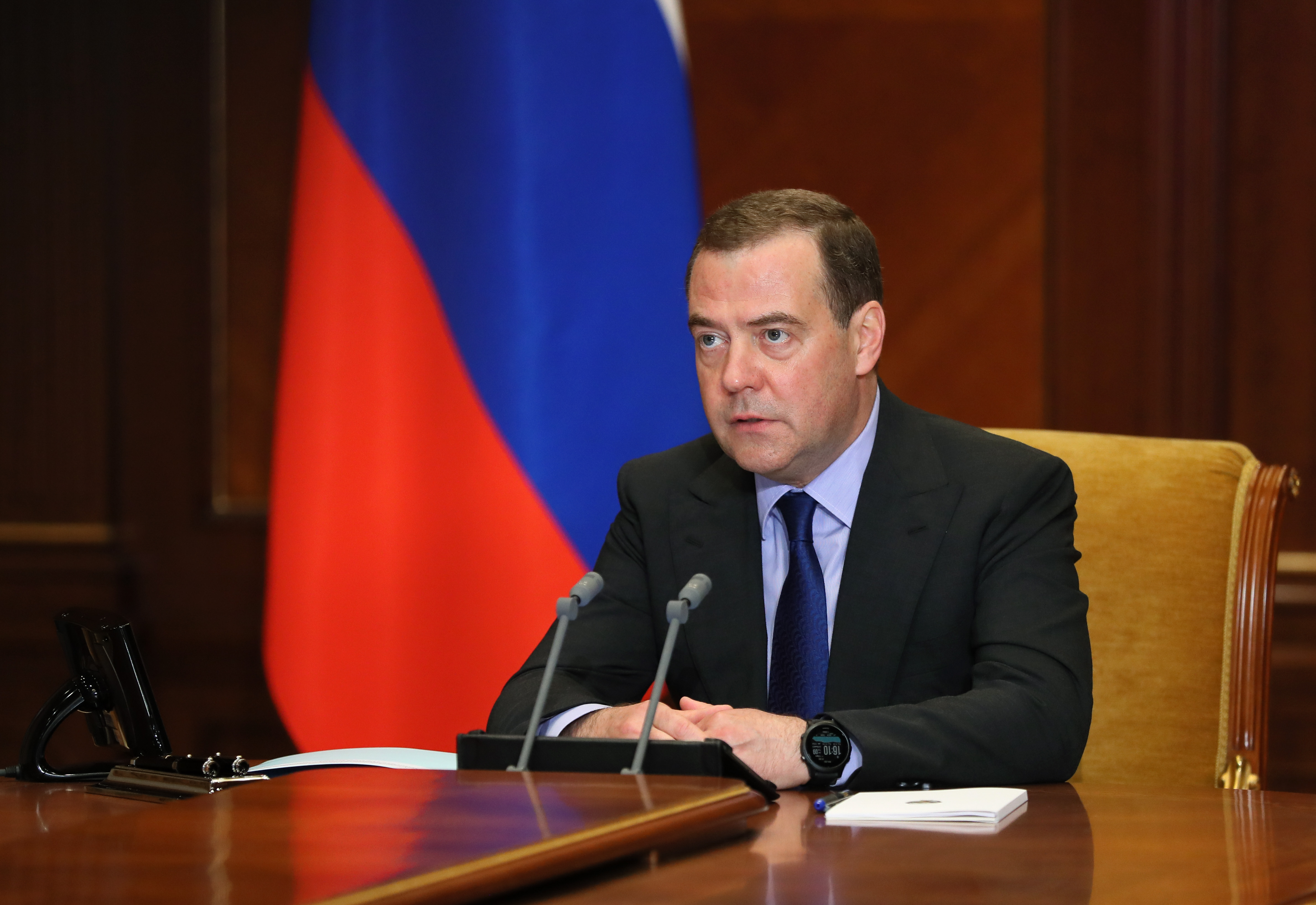Дмитрий Анатольевич предупреждает
