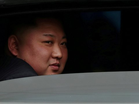 В Северной Корее голод. Ким Чен Ын вынужден продавать песок контрабандой