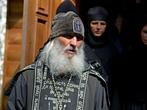 Отлучён, но не сломлен: на Урале священник захватил женский монастырь (видео)