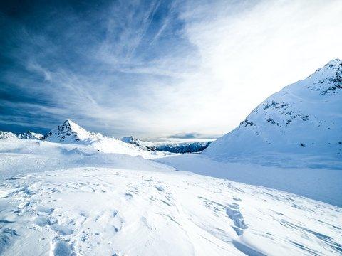 В Италии ледник укутывают огромными простынями, чтобы он был красивым и не таял
